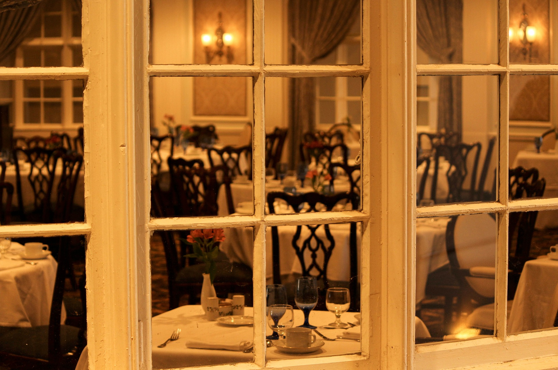 dining-room-103464_1920.jpg